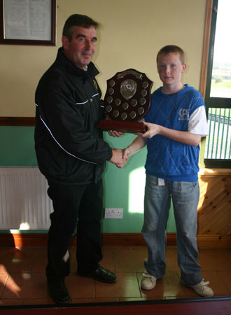 Tom Daly, President of the Ulster Council, presenting the Aodh O Dalaigh Shield to Knocks captain Conor Martin.