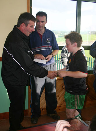 Tom Daly presenting an award to Conor Kennedy (Aodh Ruadh).