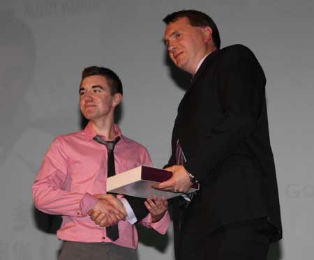 Bord na n�g chairman, Paddy Kelly, presents Christopher 'Spanny' Goan with young player of the year.