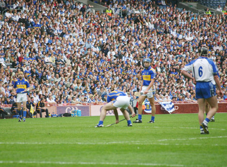 Eoin Kelly about to take a free for Tipperary.
