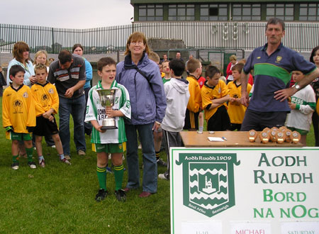 Noreen Shannon presents the Michael Shannon trophy to the Aodh Ruadh Captain, Eugene Drummond, after the final of the Michael Shannon under 10 tournament in Ballyshannon last Saturday.