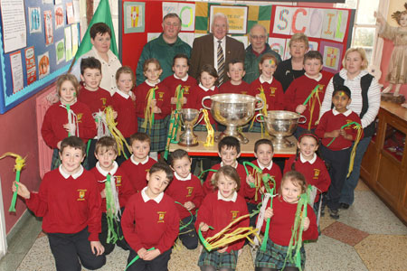 Pupils from Scoil Catriona National School, Ballyshannon pictured with the Sam Maguire, Tom Markham (All-Ireland minor football championship) and McKenna cups when they visited their school last Friday..