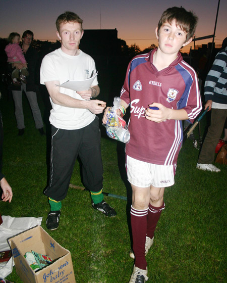 Peter Horan presenting Oisin Rooney with his medal for coming second in the under 10 skills competition.