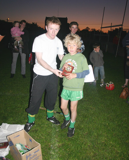 Peter Horan presents Stephen Anderson with the award for winning the under 10 skills competition.