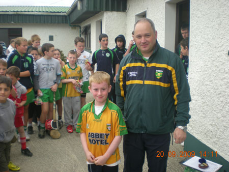 Eddie Lynch, under 8 manager, presenting Jack Monahan, third in the under 8 section with his medal.