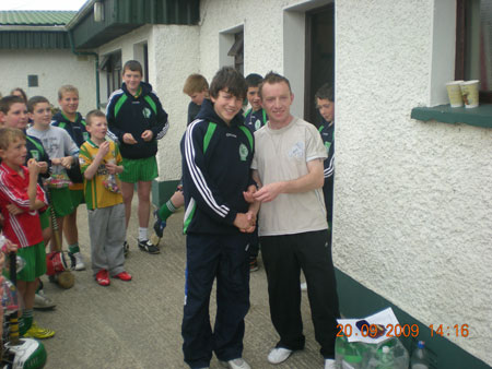 Peter Horan, under 14 manager, presenting Colm Kelly, second in the under 14 section with his medal.